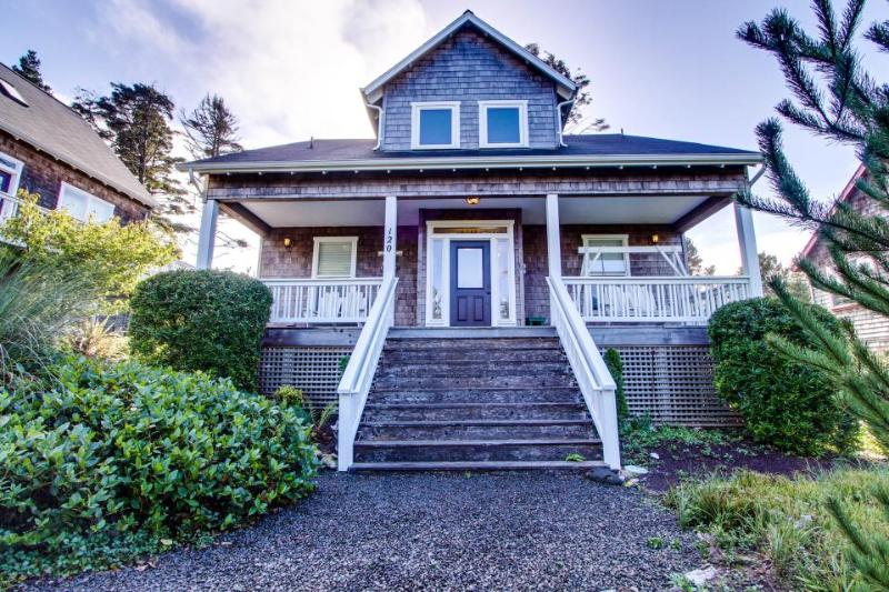 Grand home w/ private hot tub, entertainment & nearby beach access! - Image 1 - Depoe Bay - rentals
