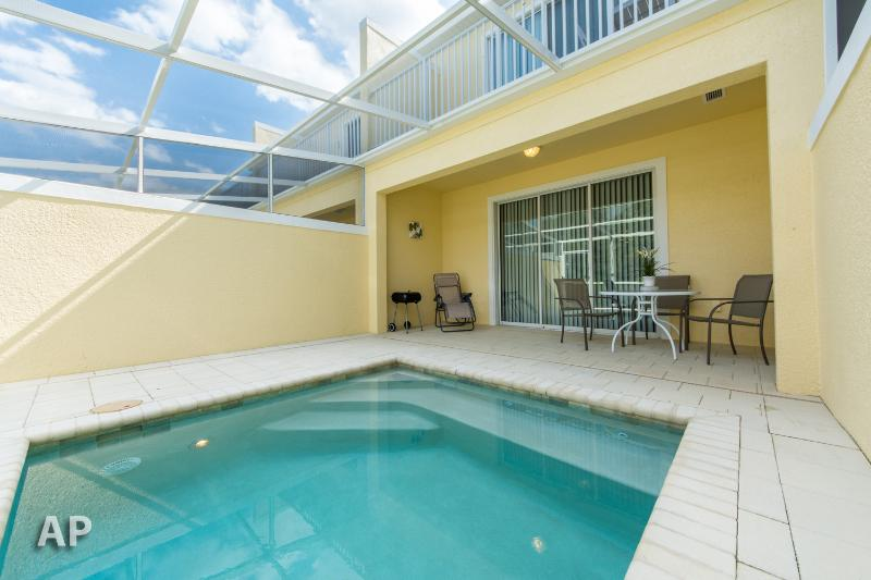 SERENITY DREAM  HOME, 3BED/3BATH  (sleeps 6)  10 miles toDisney - MODERN, BALCONY,SPLASH POOL, Townh - Image 1 - Four Corners - rentals