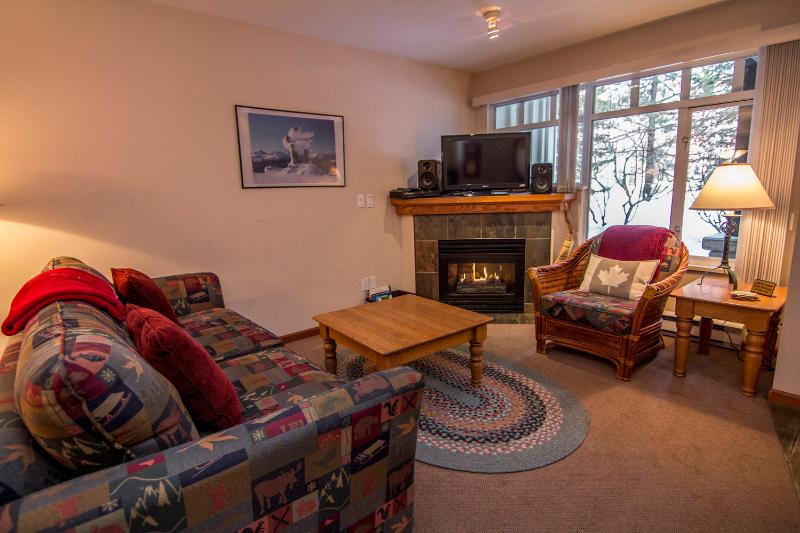 A ground floor, spacious 2 bedroom unit. - Lagoons 91 a 2 bedroom with private hot tub - Whistler - rentals