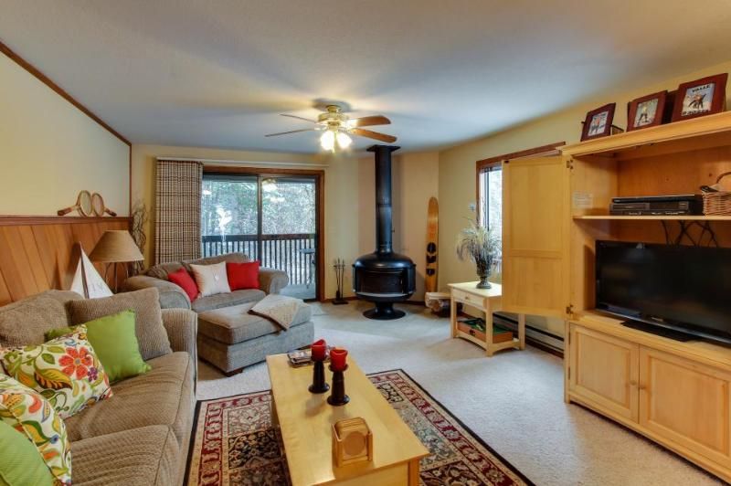 Well-stocked condo w/ wood stove and shared pool/tennis! - Image 1 - McCall - rentals