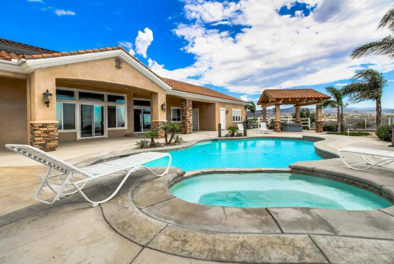 Timeless dog-friendly studio w/ shared pool & hot tub, beautiful valley views - Image 1 - Temecula - rentals