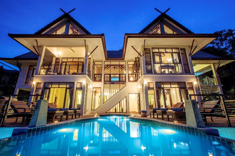 Villa Maphráaw at Night... Now offering free nights; All yours for as little as $450 a night - Voted: TripAdvisor Top Villa Rental on Samui - Koh Samui - rentals