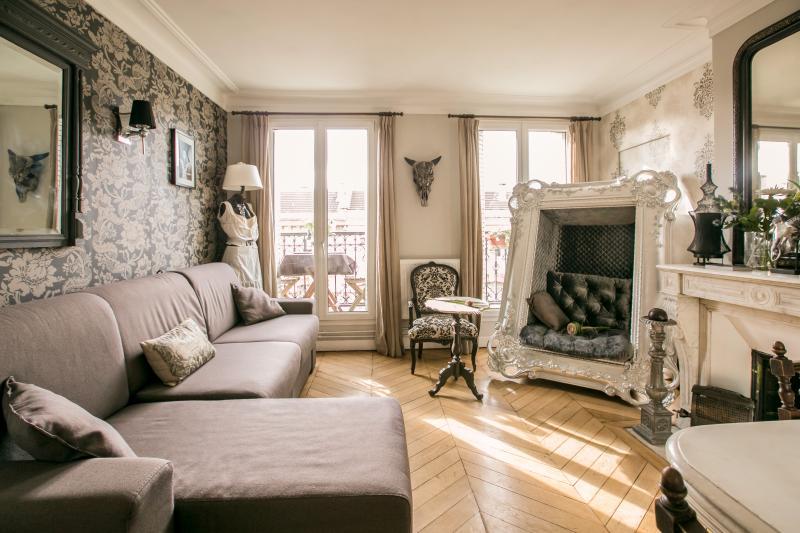 Superb typically Parisian flat - great location - Image 1 - Paris - rentals