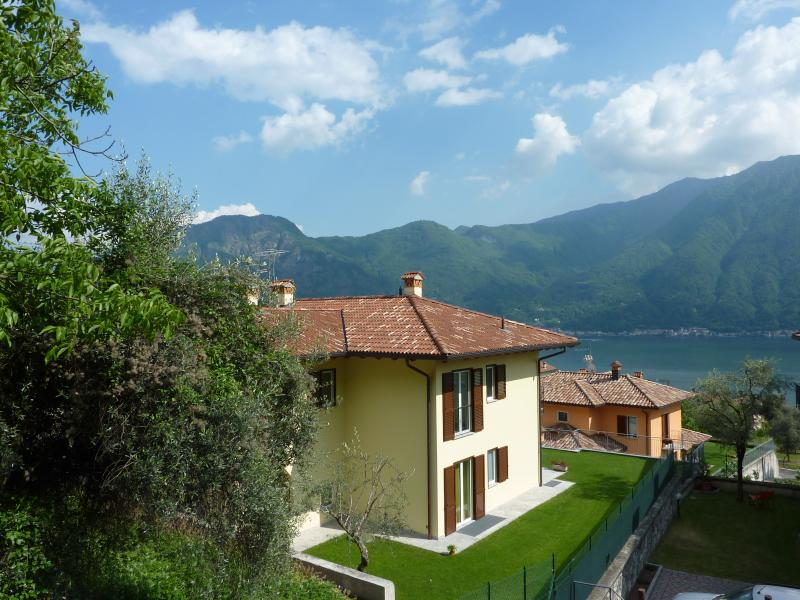 Semi detached house located in a peaceful area at Lake Como with large private garden heated Pool. - Giardino sul lago - Ossuccio - rentals