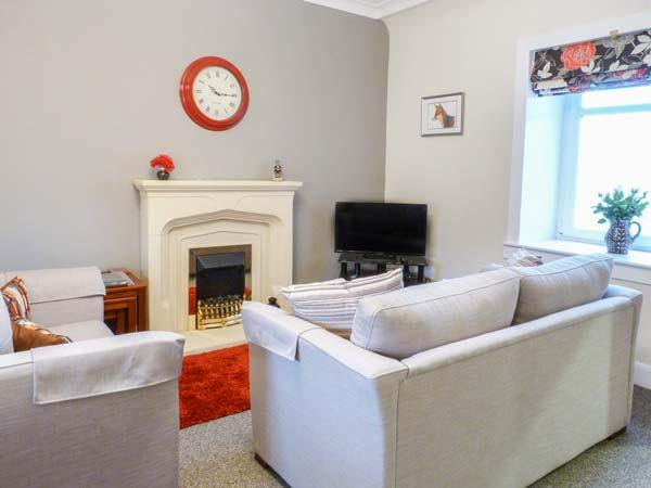 THE GARDEN FLAT, first floor apartment, enclosed garden, ideal for a couple or family, in Crieff, Ref 928342 - Image 1 - Crieff - rentals