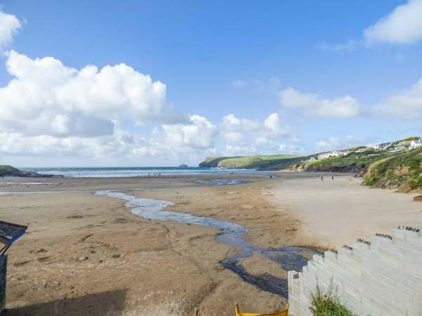 4 TIDES REACH BUNGALOWS, just yards from the beach, ideal for families, off road parking, front and rear patios, in Polzeath, Ref 930023 - Image 1 - Polzeath - rentals