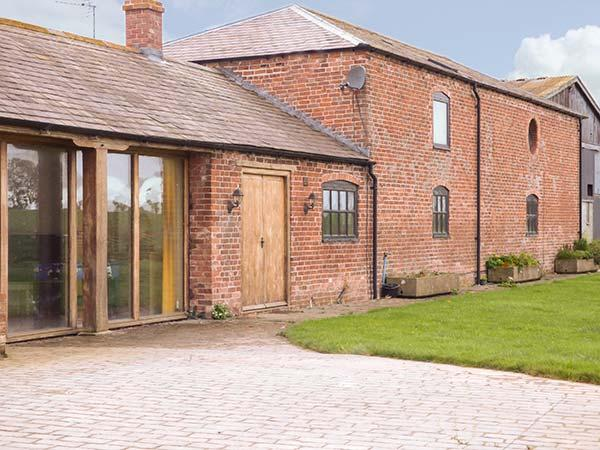 THE BARN, superb family holiday home, en-suites, plenty to see and do in the area, in Cockshutt, Ellesmere, Ref 930312 - Image 1 - Ellesmere - rentals