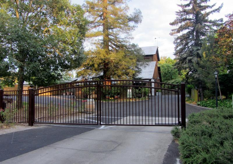 Entrance to Healdsburg Country Gardens where Wine Country Home & Cottage are located. A private gem! - Healdsburg Home & Cottage ~ near Healdsburg Plaza - Healdsburg - rentals