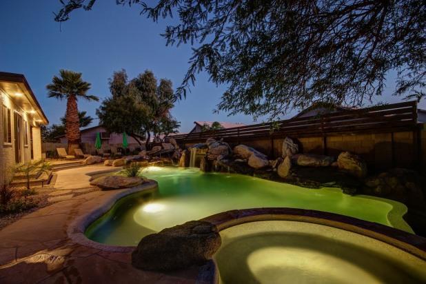 Amazing luxury estate with magazine worthy pool with 7 rock waterfalls. - Luxury Estate- Huge Pool/7 Waterfalls/Hot Tub/Putt - Scottsdale - rentals
