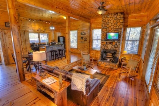 Living Area Open to Kitchen - Bear Hollow - Helen - rentals