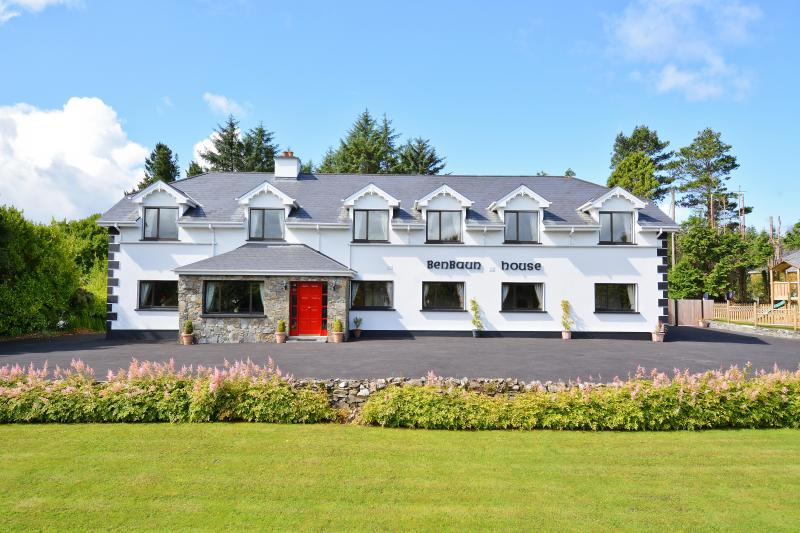 Benbaun House - Large Luxury Self Catering House - Image 1 - Clifden - rentals