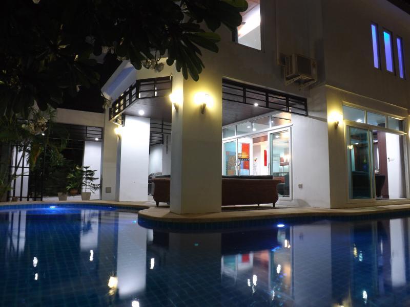 Pool at Night - Jomtien Pool Villa Flipkey - Pattaya - rentals