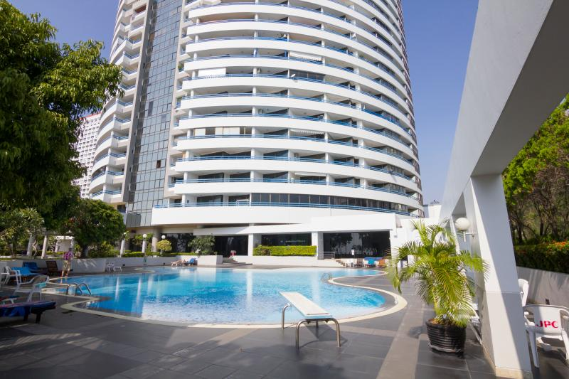 Jomtien Plaza Condo corner of beach road and thappraya rd - Absolute BeachFront Condo Jomtien10 - Pattaya - rentals