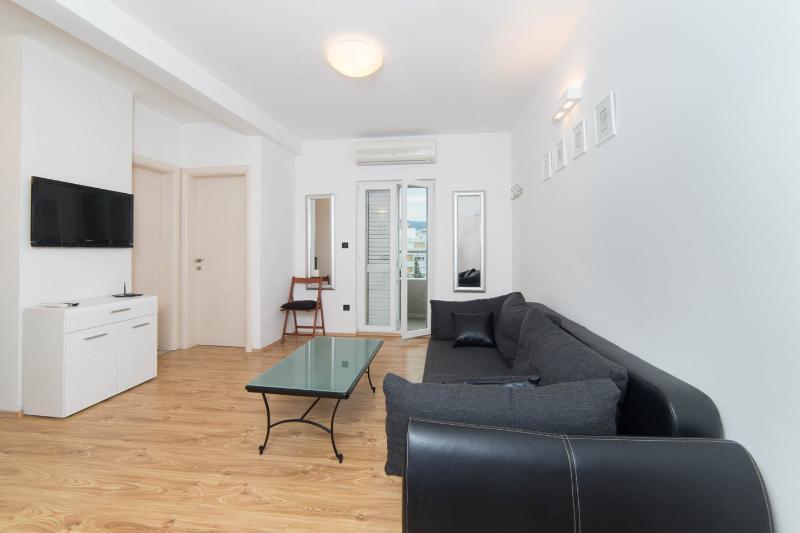Split, nw 2 bedroom apart.city cent.and beac,garag - Image 1 - Split - rentals