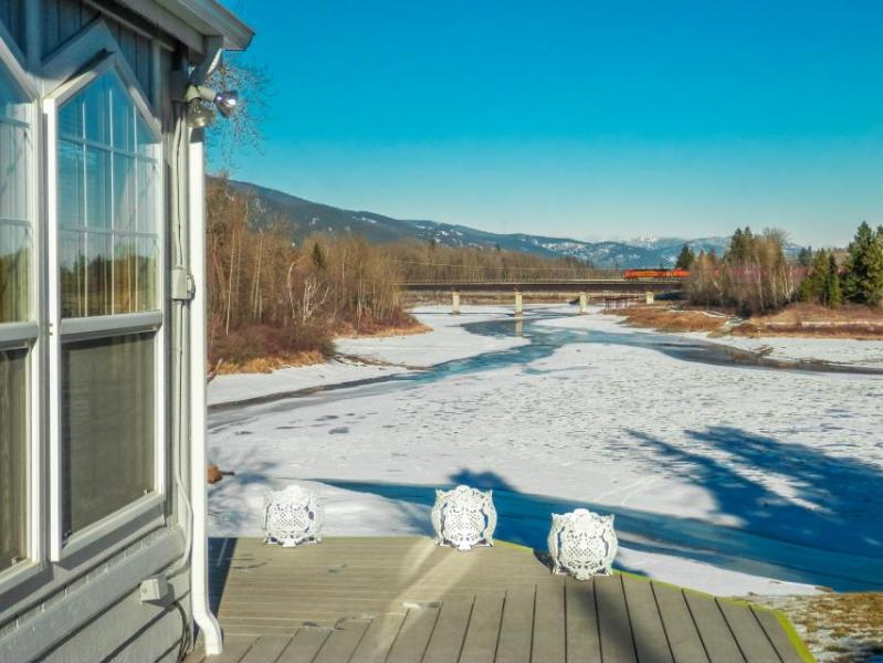 Lakefront home with shared dock, stunning views, large deck - close to town! - Image 1 - Sandpoint - rentals