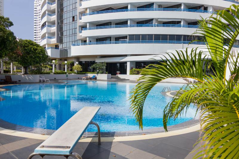 Jomtien Plaza Condo corner of beach road and thappraya rd - Absolute Beachfront Condominium 9 - Pattaya - rentals
