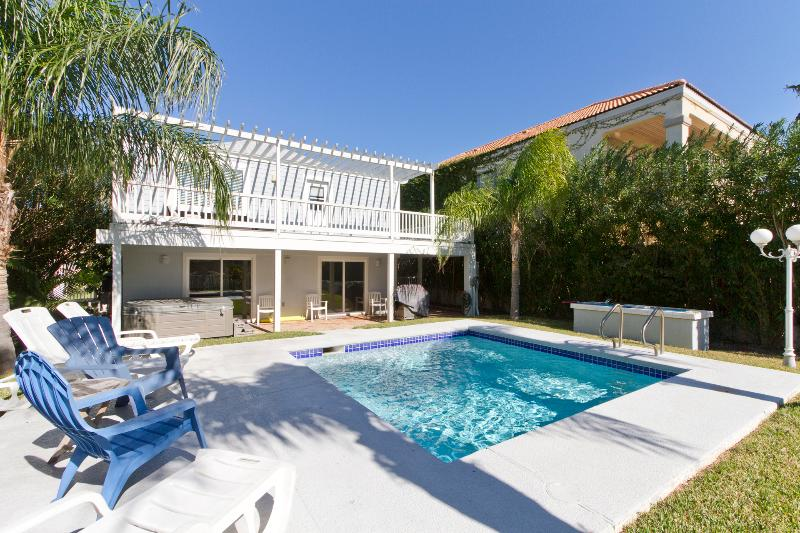 Private pool with outdoor bar and BBQ grill - 113 E. Mars - South Padre Island - rentals