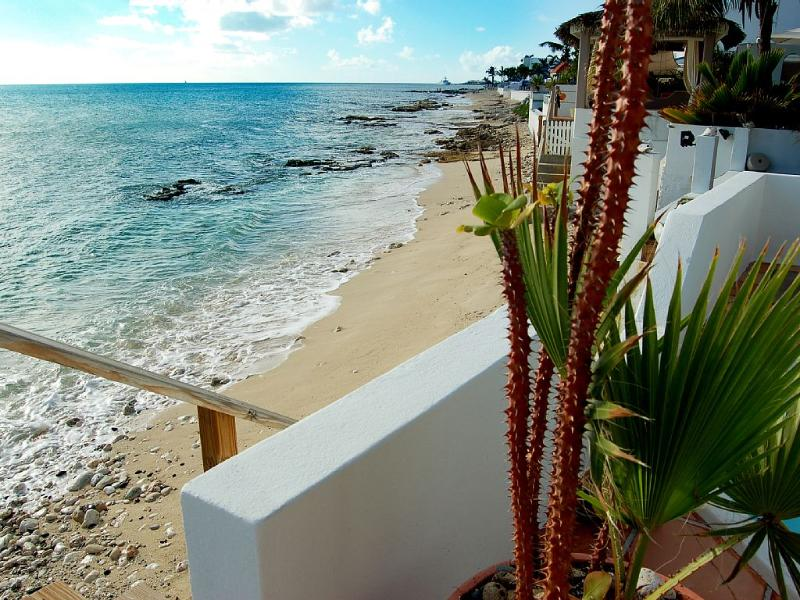 Carisma on the Beach, Pelican Key, St Maarten - CARISMA on the BEACH... Totally charming beachfront 2BR in great location! - Pelican Key - rentals