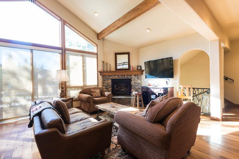 Living Room - Powder Landings- Sleeps 13+, 5 min walk to gondola - Steamboat Springs - rentals