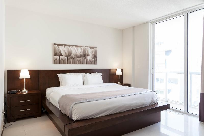 The Master Bedroom - Habitat Tower 1 > 1 Bed / 1 Bath - Brickell - rentals