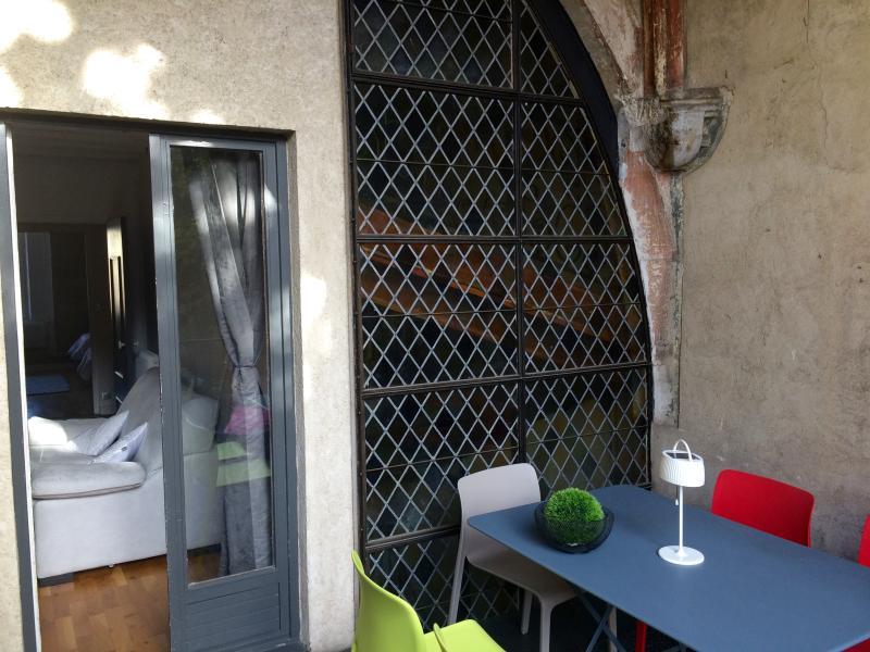 1è rue amiral roussin one of the best 2/3 bedroom historical apart, outdoor full of sun,  rare!! - A CHIC 2/3 bedroom 2 bathroom, private balcony, in a prime historical  location - Dijon - rentals