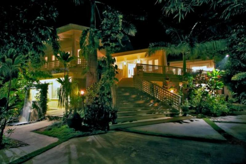 front of the Wailea Inn villa, the Penthouse is the entire second floor - Private Penthouse Steps Away from the Beach - Kihei - rentals