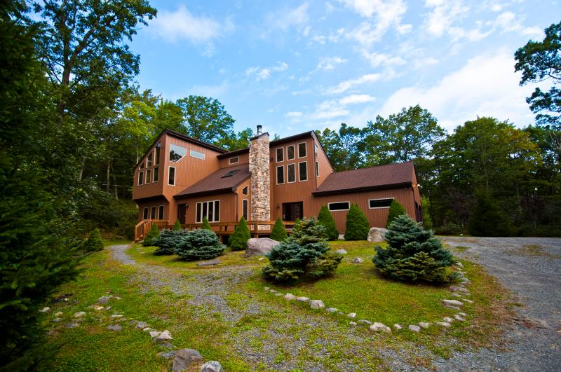 Front of House--lots of sky! - Forest Lookout - Dingmans Ferry - rentals