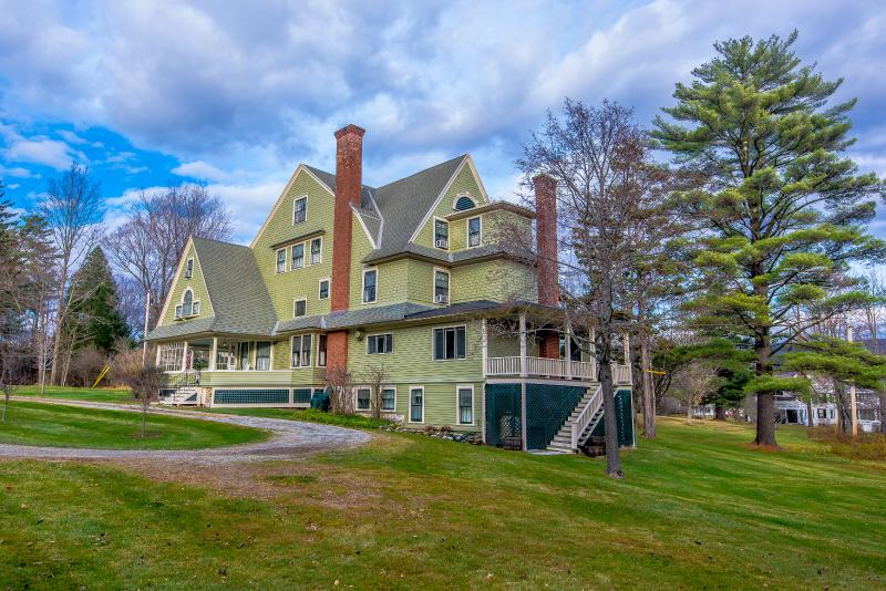 The 24 room Taconic Mansion in the heart of Manchester Village VT. Walking distance to Equinox Hotel - Magnificent 25 room mansion: walk to Equinox Hotel - Manchester - rentals