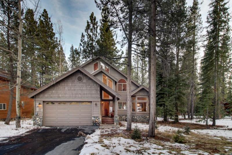 Classic Tahoe w/ shared pool, hot tub, and tennis amenities! - Image 1 - Truckee - rentals