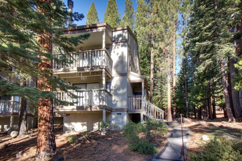 Mountain condo with forest views, shared pool, & room for 4 - Image 1 - Kings Beach - rentals