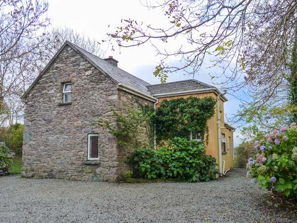 GORTAGOWN COTTAGE, detached, open fire, pet-friendly, on the Ring of Kerry, Sneem, Ref 928458 - Image 1 - Sneem - rentals