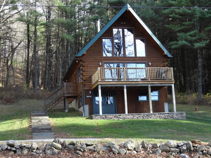 Beautifully decorated & immaculate log chalet - Image 1 - Hillsdale - rentals