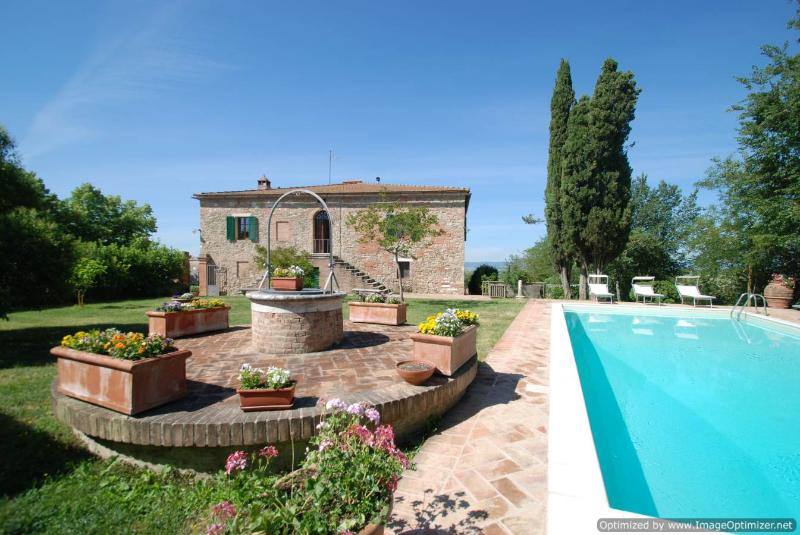 Villa Panorama Tuscan house rental in Asciano near Siena - Holiday villa Asciano - Image 1 - Siena - rentals