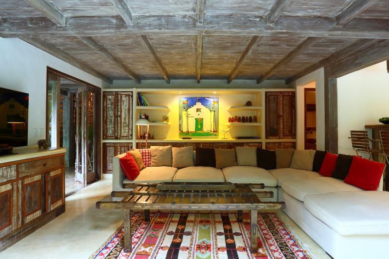 Rustic & Spacious 5 Bedroom Home in Quadrado - Image 1 - Trancoso - rentals