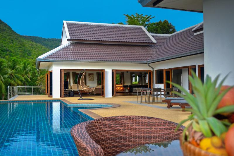 Villa E Luxury villa with swimming pool 4 bedroom - Image 1 - Koh Samui - rentals