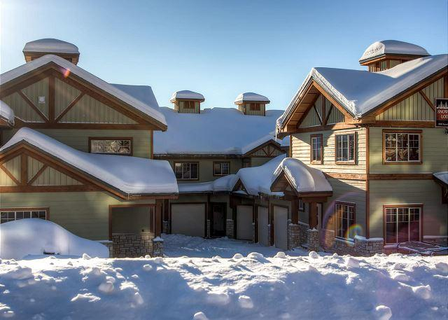 Snowfall Lodge Front - Snowfall Lodge #2 Happy Valley Location Sleeps 8 - Big White - rentals