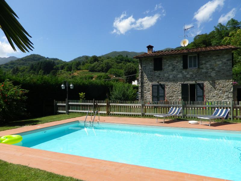 A cottage with private pool and private garden in - Image 1 - Pescaglia - rentals