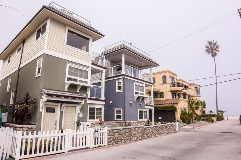 Beautiful Bayside Home with Rooftop Deck. - Image 1 - Pacific Beach - rentals