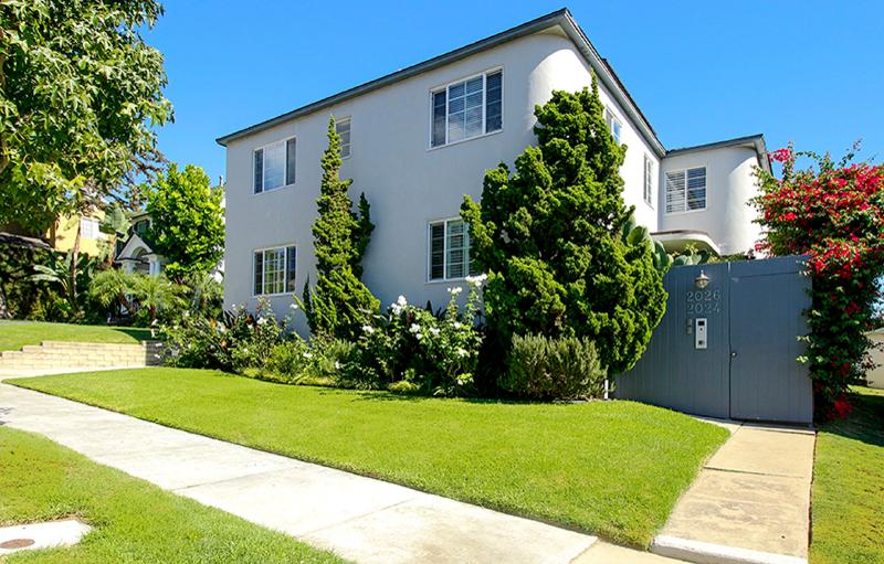 A street view of the compound - The Los Angeles West View 1 Bedroom Apartment - Los Angeles - rentals
