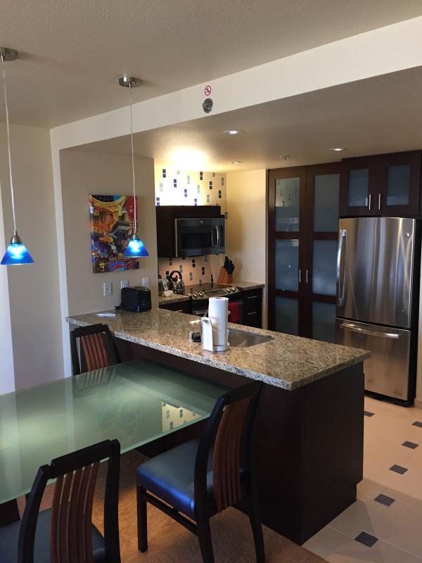 Marriott Grad Chateau 1bd condo sleeps 4 - Image 1 - Las Vegas - rentals