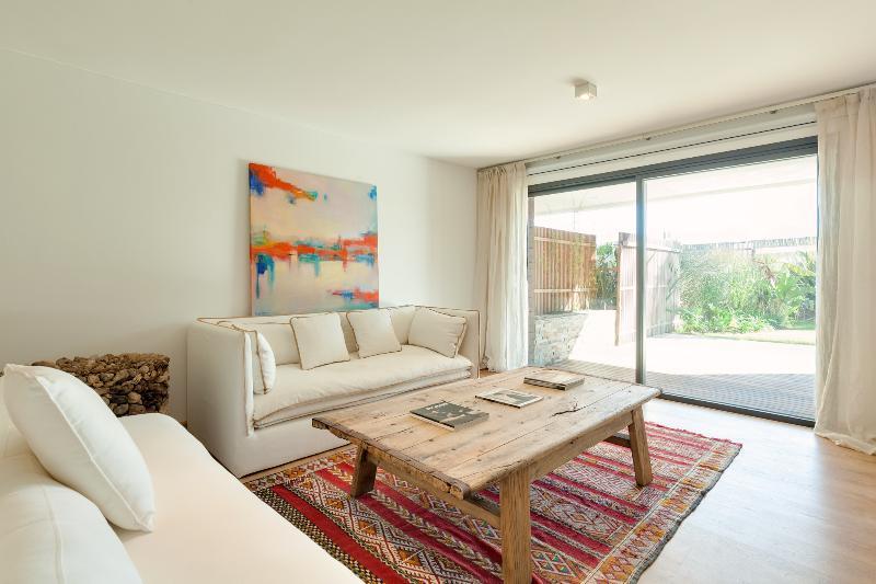 Beautiful 3 Bedroom Beachside Apartment in Manantiales - Image 1 - Punta del Este - rentals