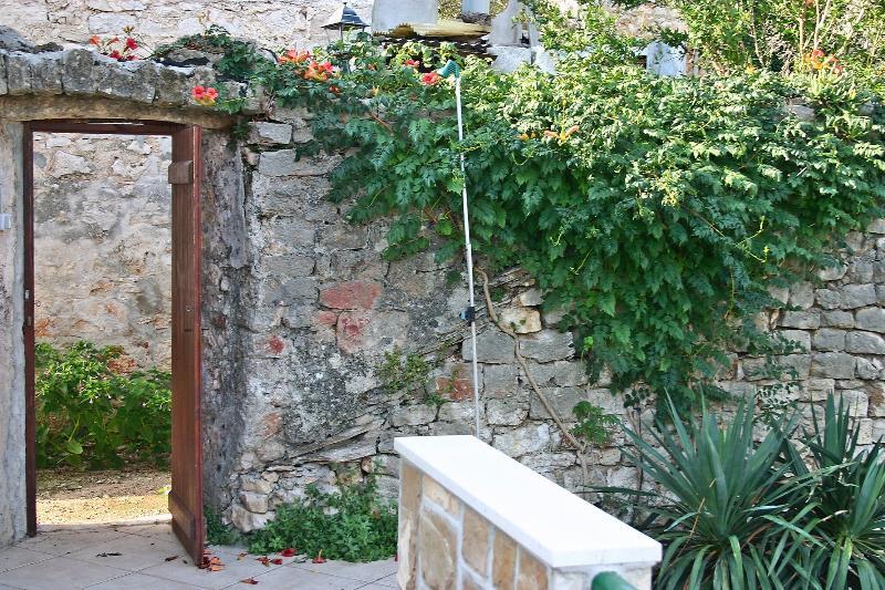 A2(2+2): garden terrace - 2208  A2(2+2) - Vrboska - Vrboska - rentals