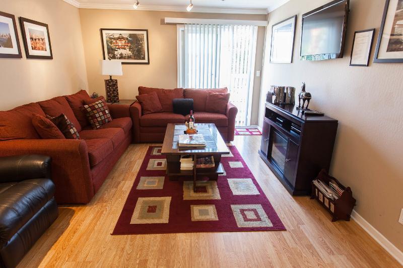 Living Room - Unique 1st Floor Unit w/large deck, parking & WiFi - San Francisco - rentals