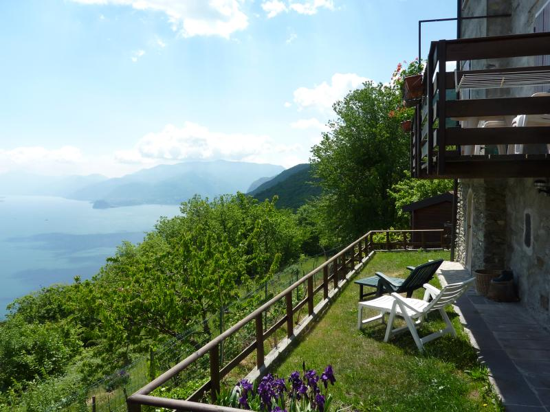 Beautiful stone cottage located with stunning lake views. Ideal for couples. - Chalet Bellavista - Santa Maria di San Siro - rentals