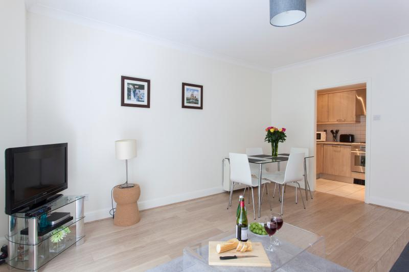 Luxurious Monument Street 1 Bedroom Apartment - Image 1 - London - rentals