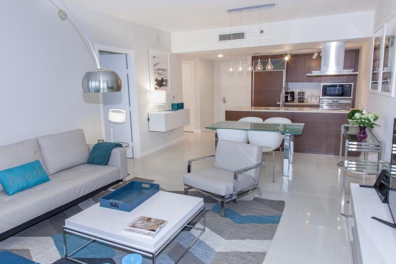 This condo is wide and deep! - New. At Brickell, Miami, Between River and Bay. - Brickell - rentals
