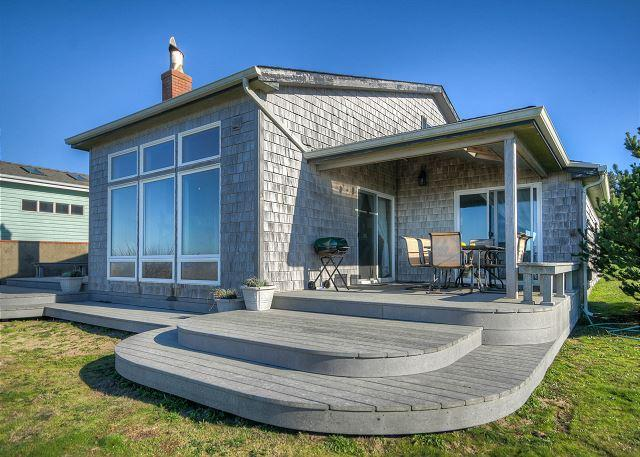 Covered patio with seating for 4-6 guests allows you to enjoy the ocean front in any weather. - Sandpiper Cottage --R561 Waldport Oregon vacation rental - Waldport - rentals