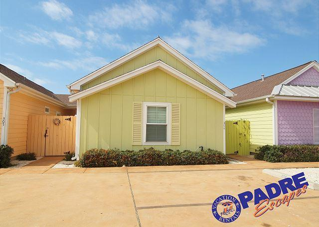 Front of this cozy cottage with private yard area - Enjoy this Cozy Cabana right outside the Schlitterbahn Entrance! - Corpus Christi - rentals
