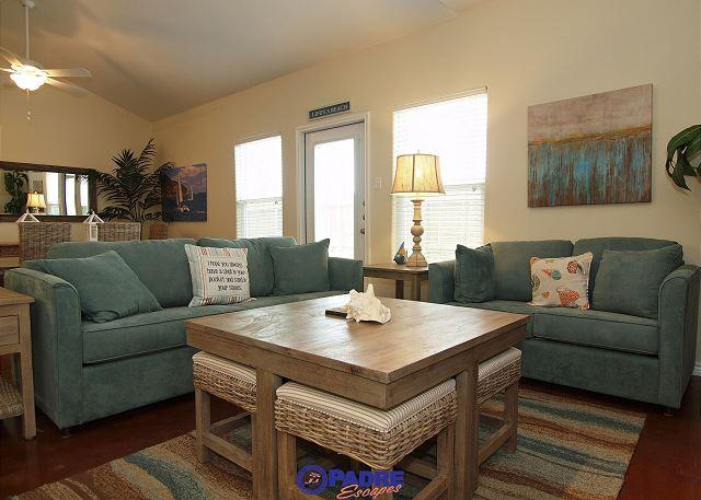 Living area - Great Price for a  5-bedroom townhouse on The Island! Built in 2014! - Corpus Christi - rentals
