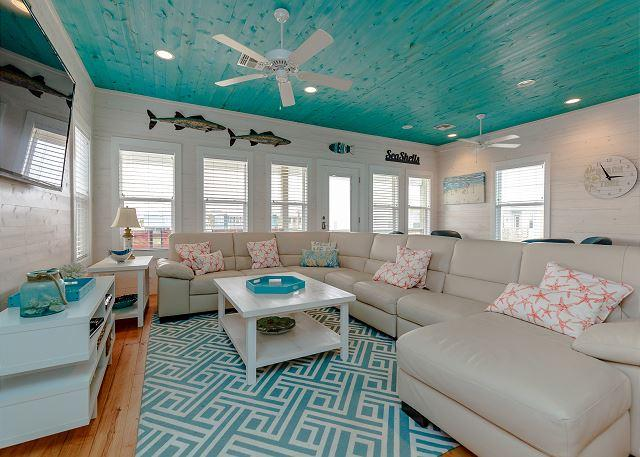 Living Area - Brand New House Jumpin' Jellyfish! Close to Beach, Private Fishing Pond, Pool - Port Aransas - rentals